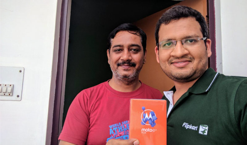 Flipkart Customer Connect - Flipkart customer Sandeep Mishra (L) with Flipster Amrendra Saxena